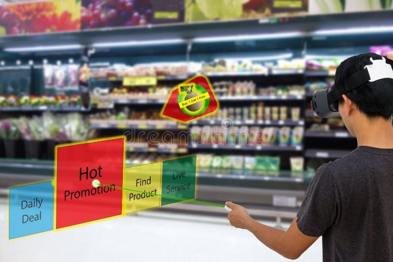 Slimme kleinhandels met vergrote en virtuele conce van de werkelijkheidstechnologie stock afbeelding
