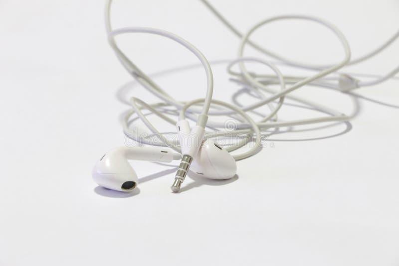 Slimme telefoon met oortelefoons royalty-vrije stock fotografie