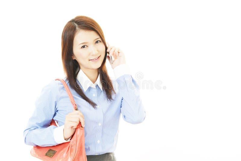 Slimme telefoon met vrouw royalty-vrije stock foto