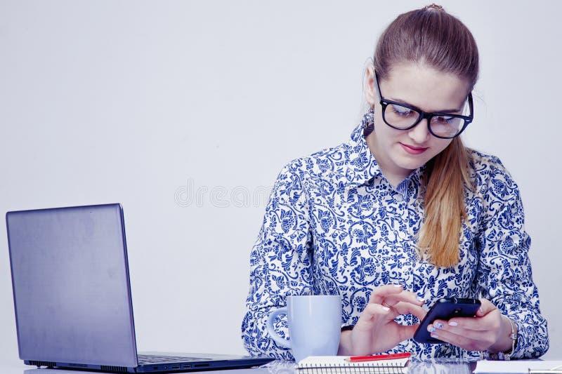 Slimme telefoons en sociaal netwerk als de meeste afleiding van producti royalty-vrije stock foto's