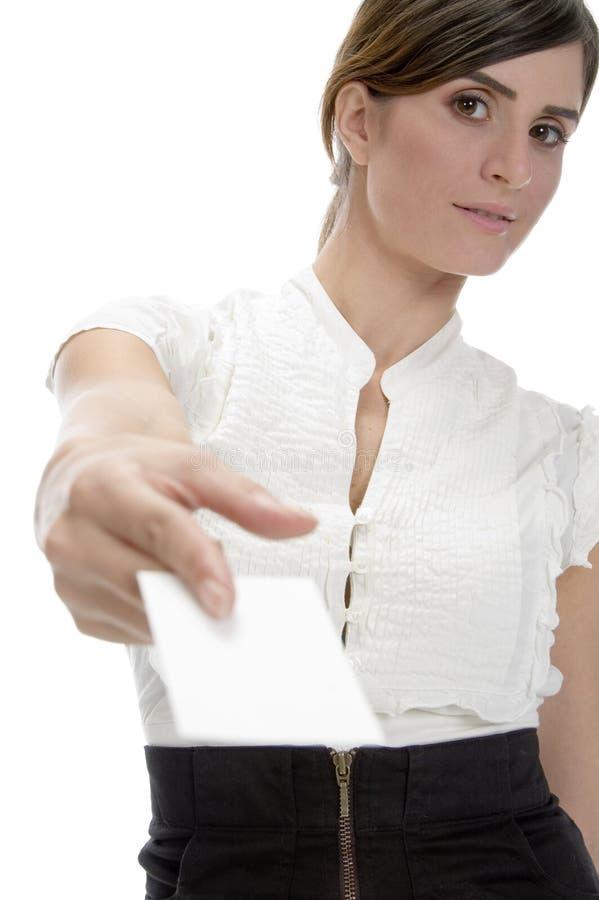 Slimme vrouw die identiteitskaart toont royalty-vrije stock afbeelding