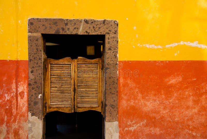 Slingerende herbergdeuren, Mexico. stock fotografie
