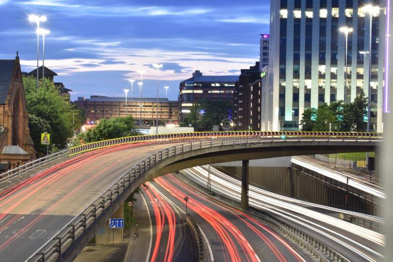 Slingor för ljus för Glasgow stadsmitt arkivbilder