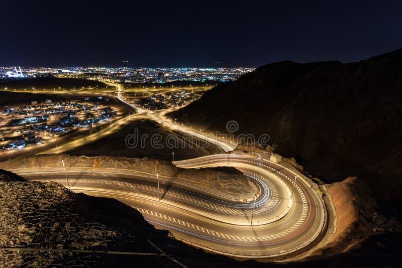Slingrig väg i Muscat, Oman fotografering för bildbyråer