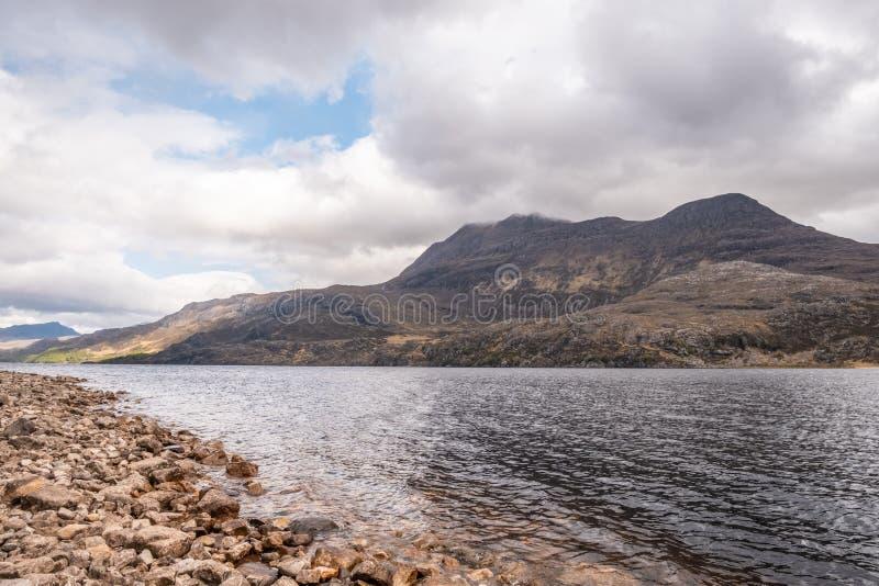 Slioch en Loch Maree in de Hooglanden van Schotland royalty-vrije stock foto