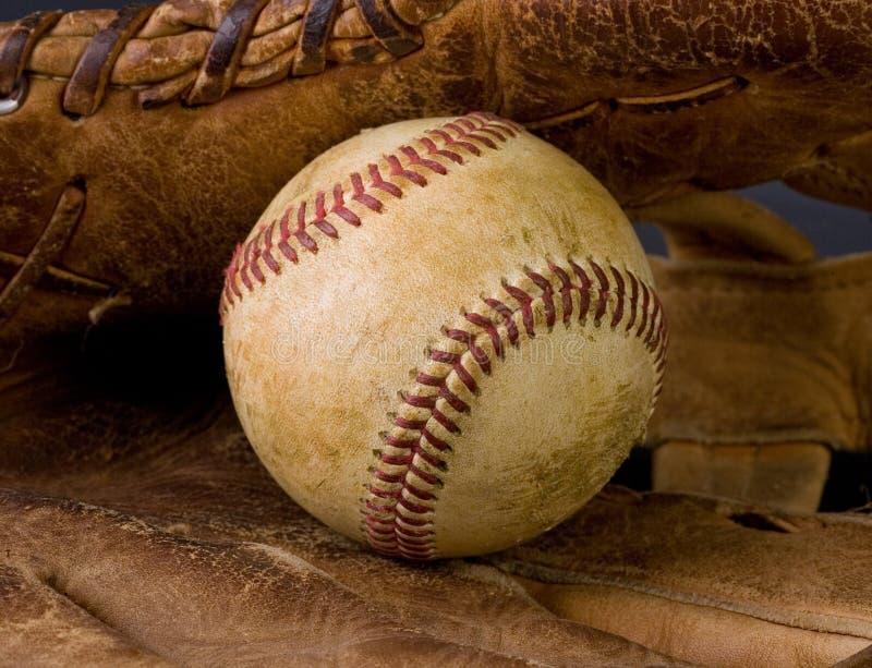 slitage gammalt för baseballhandske royaltyfria bilder
