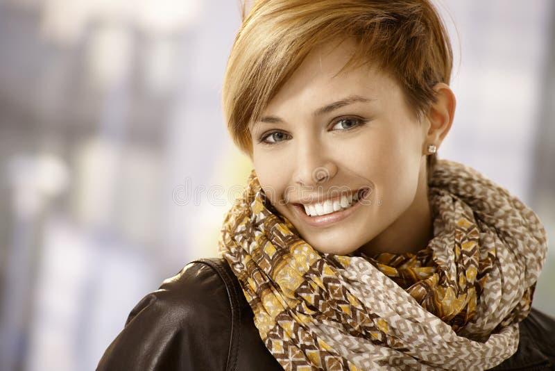 slitage kvinna för härlig scarf arkivfoton
