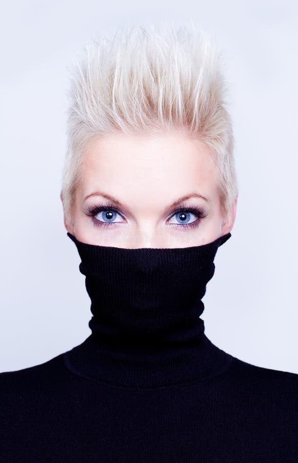 slitage kvinna för halvpolokrage fotografering för bildbyråer