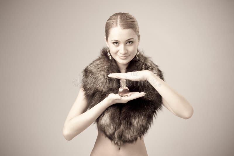 slitage kvinna för pälsdoft royaltyfri fotografi