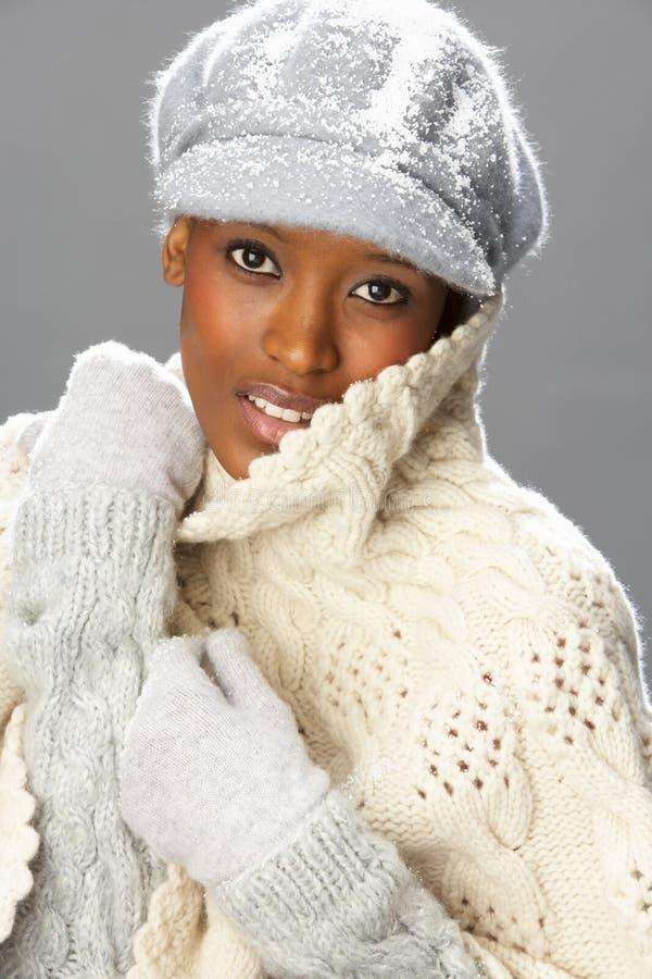 slitage kvinna för trendig knitwearstudio royaltyfri bild