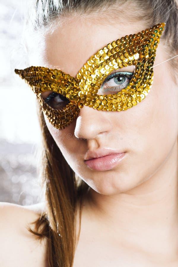 slitage kvinnabarn för gullig maskering royaltyfria bilder