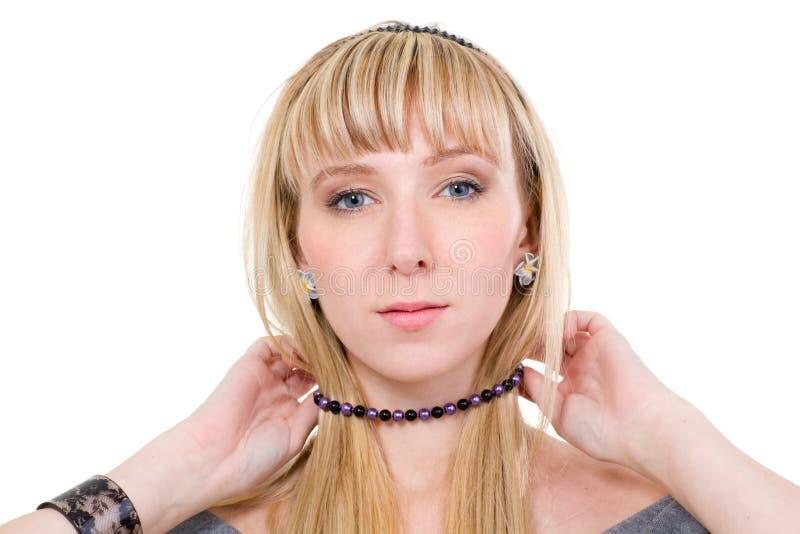 slitage kvinnabarn för halsband royaltyfria bilder