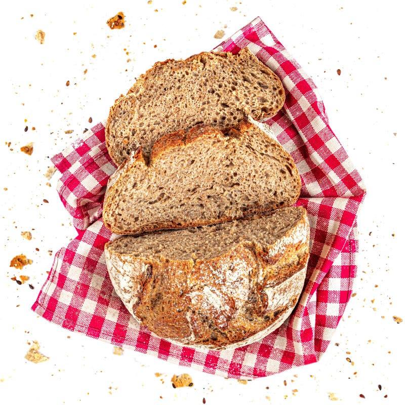 Slitsat bröd, isolerat på vit bakgrund Bröd som skärs i segment med smulor som stängs Överkant Livsmedelsbegrepp royaltyfria foton