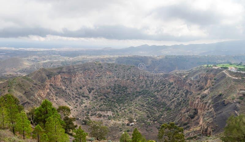 Slocknad vulkankrater Caldera de Bandama i Gran Canaria arkivfoto
