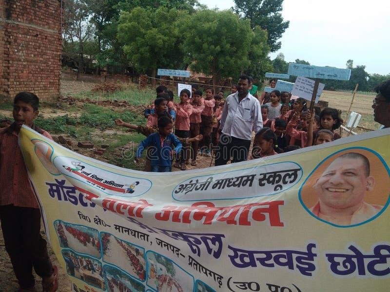 Slogan da conscientização para a escola dentro acima da Índia imagens de stock royalty free