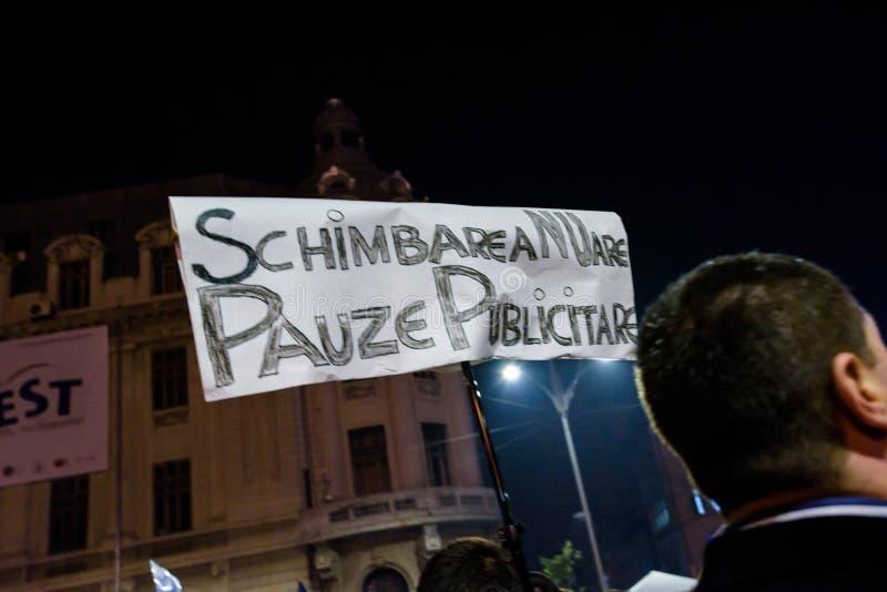 Slogan politique aux démonstrations de Bucarest images libres de droits