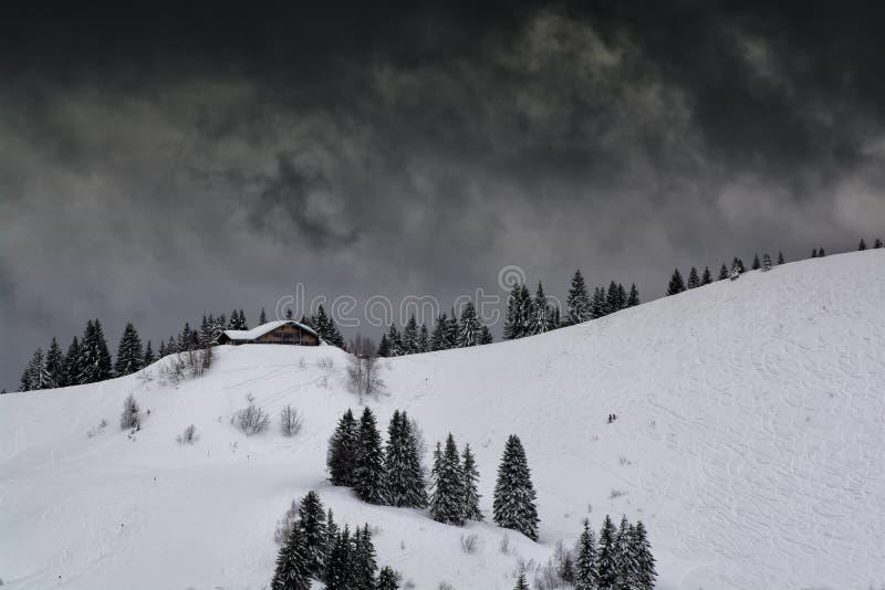 Slopein dello sci le montagne fotografia stock