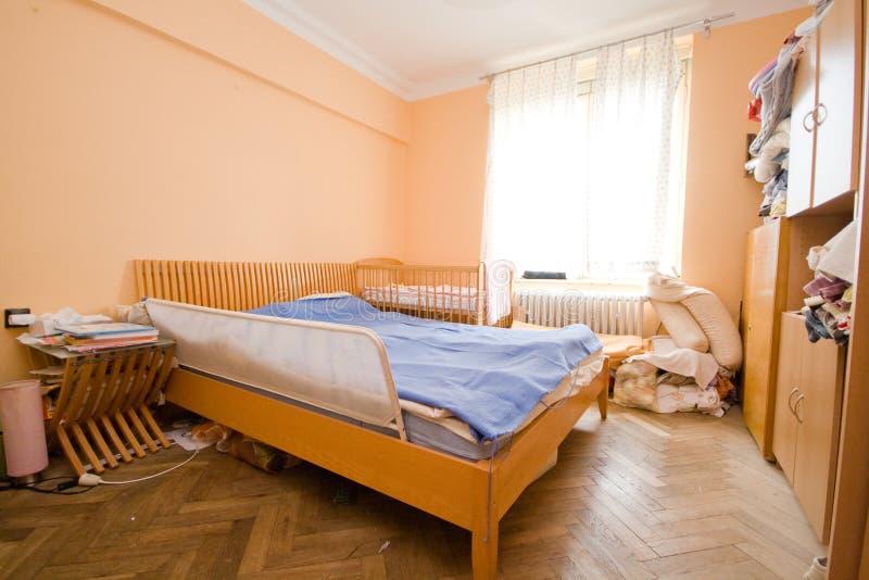 Slordige slaapkamer stock fotografie