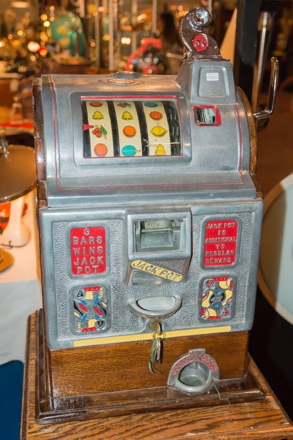 Slot machine d'annata del nichel nello stato eccellente fotografia stock