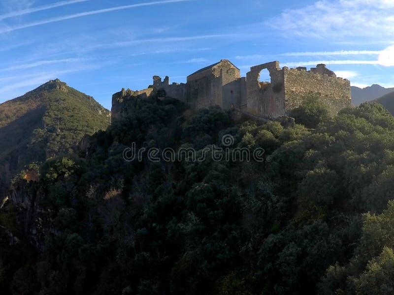 Slott av Cornatel templar slott royaltyfri bild