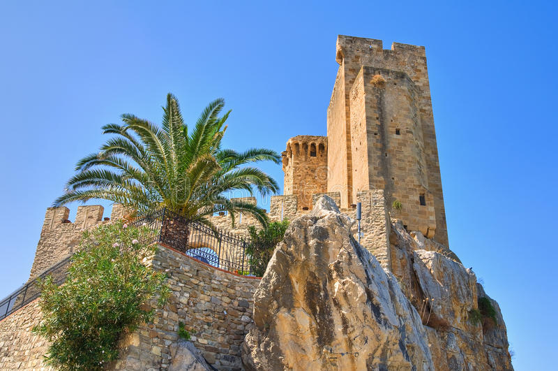 Slott av den Roseto capoen Spulico Calabria italy royaltyfri fotografi