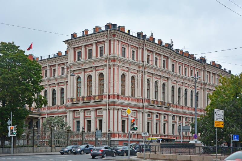 Slott av den storslagna hertigen Nikolay Nikolaevich i St Petersburg, Ryssland royaltyfri fotografi