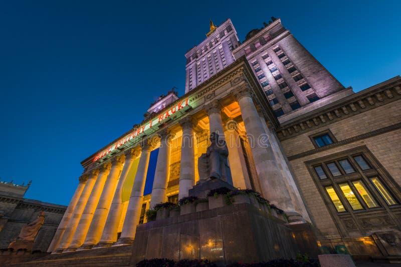 Slott av kultur i Warsaw på nighttimen fotografering för bildbyråer