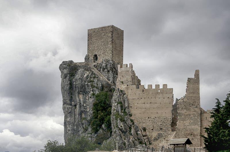 Slott av La Iruela i landskapet av Jaen, Andalusia royaltyfri fotografi