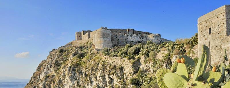 Slott av Milazzo arkivbilder