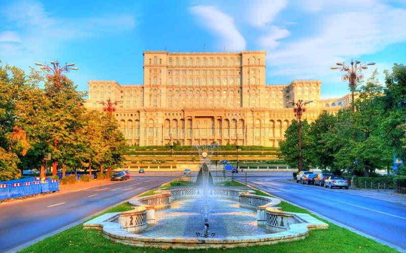 Slott av parlamentet i Bucharest, Rumänien arkivbild