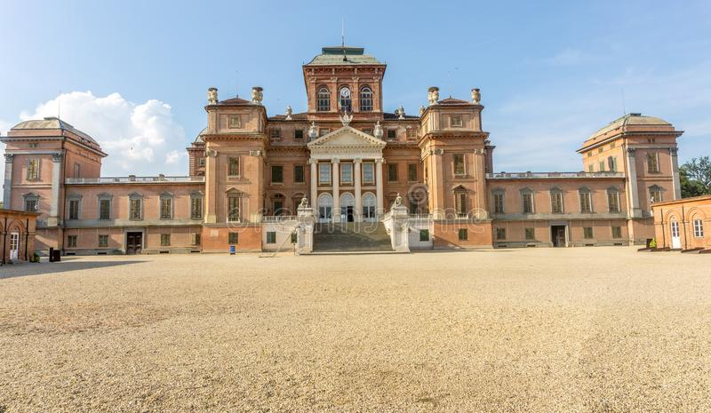 Slott av Racconigi i sommar royaltyfria foton