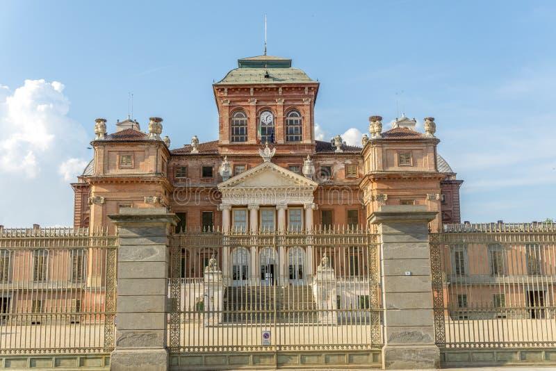 Slott av Racconigi i sommar royaltyfri bild