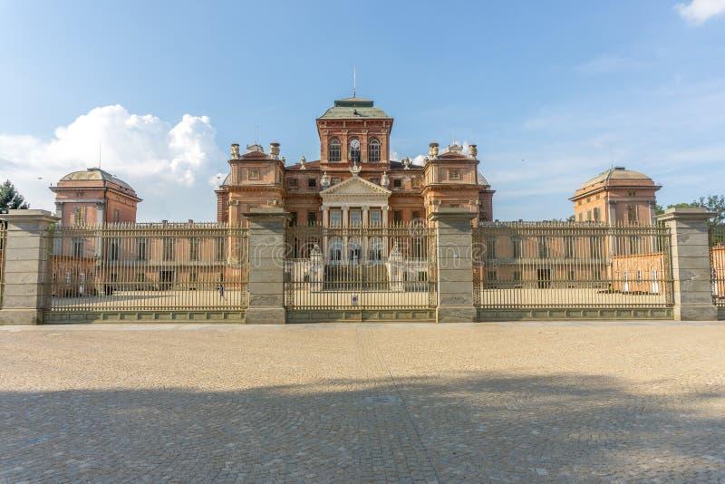 Slott av Racconigi i sommar fotografering för bildbyråer