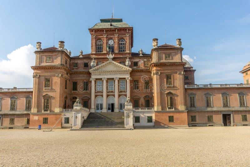 Slott av Racconigi i sommar royaltyfria bilder