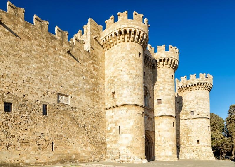 Slott av Rhodes den huvudsakliga ingången till slotten av de storslagna förlagena Rhodes Island, Grekland royaltyfria bilder