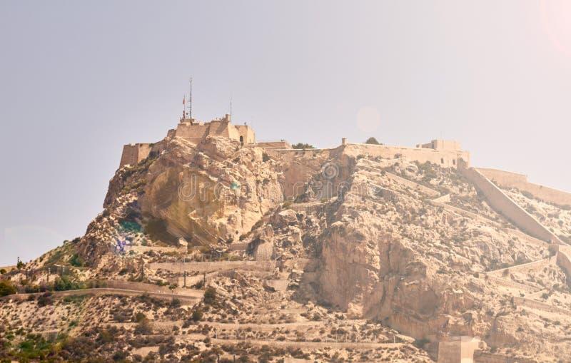 Slott av Santa Barbara i Alicante arkivfoton