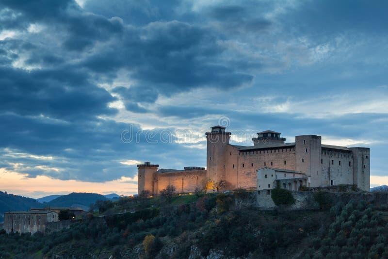 Slott av Spoleto på solnedgången med moln fotografering för bildbyråer