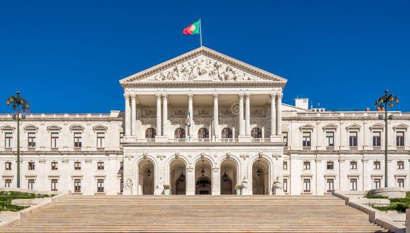 Slott av StBenedict & x28; Sao Bento& x29; - Parlamentbyggnad i Lissabon, Portugal royaltyfria bilder