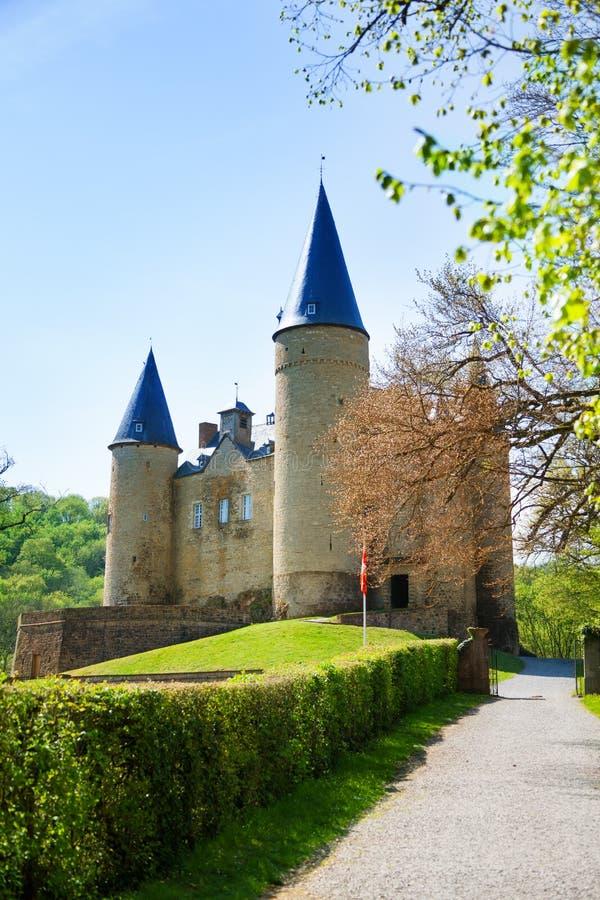 Slott av Veves under dag i sommar, Belgien arkivbilder