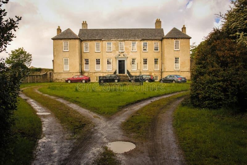 Slott Buncrana Ståndsmässiga Donegal ireland arkivfoton