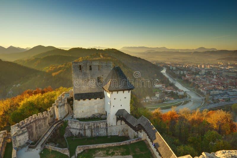 Slott Celje i Slovenien - höstbild fotografering för bildbyråer