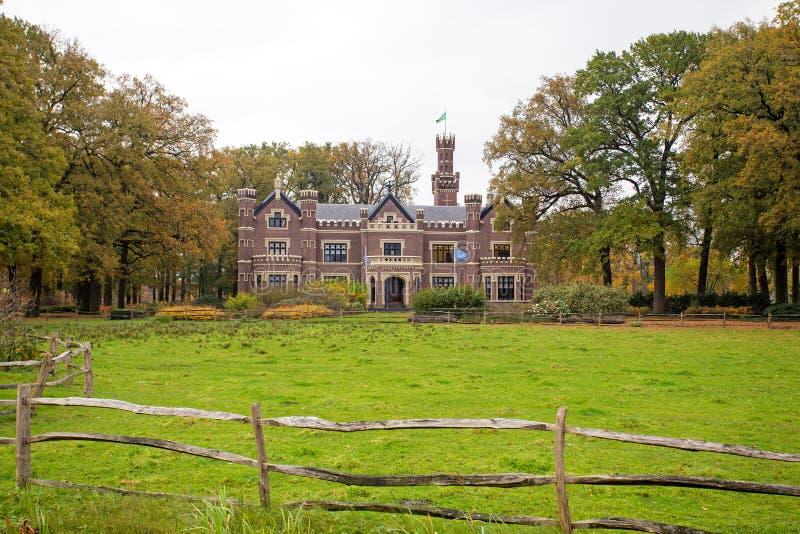Slott 'De Schaffelaar' i Barneveld Nederländerna royaltyfri foto