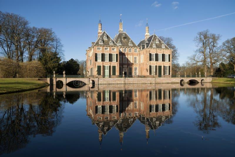 Slott Duivenvoorde nära Voorschoten royaltyfri foto