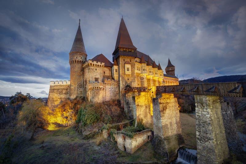 Slott för Corvin ` s Hunyadi i Hunedoara, Rumänien royaltyfri fotografi