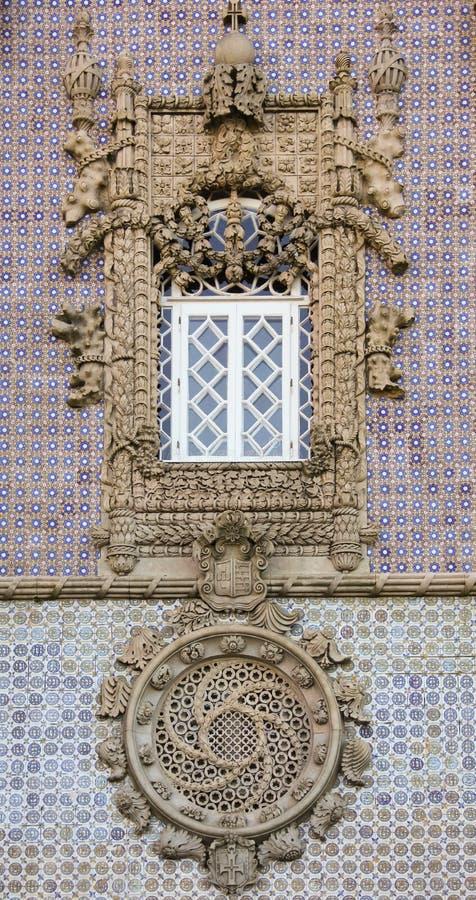 Slott för Da Pena. Dekorerat fönster. Sintra. Portugal royaltyfri fotografi