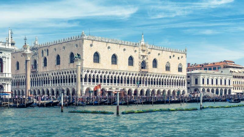 Slott för doge` s i Venedig, Italien royaltyfria foton