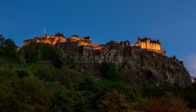 Slott för nattsiktsofEdinburgh, Skottland fotografering för bildbyråer