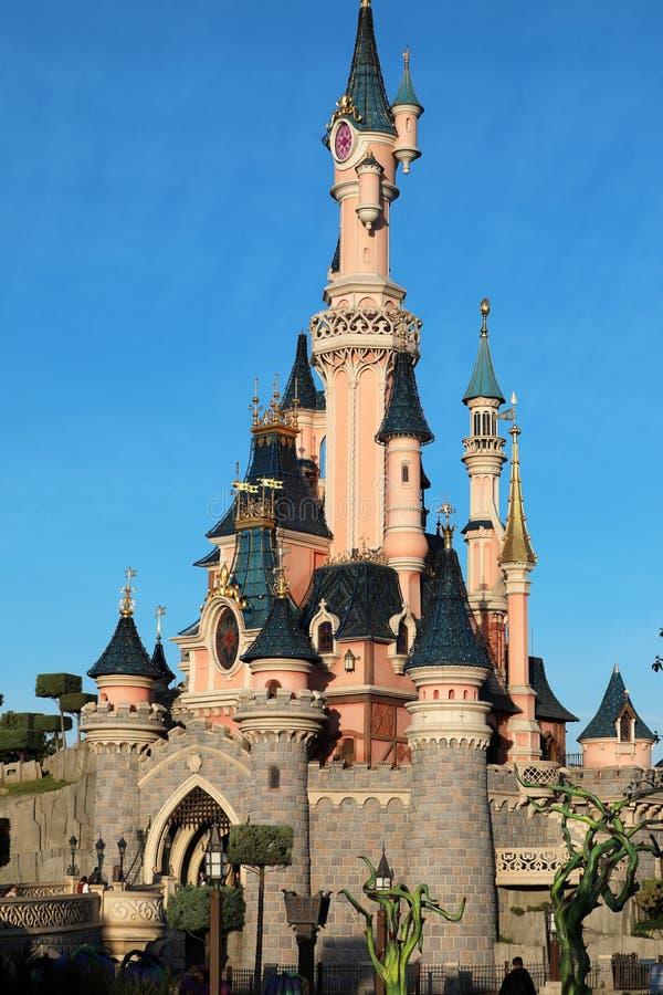 Slott för sova skönhet på Disneyland Paris royaltyfria bilder