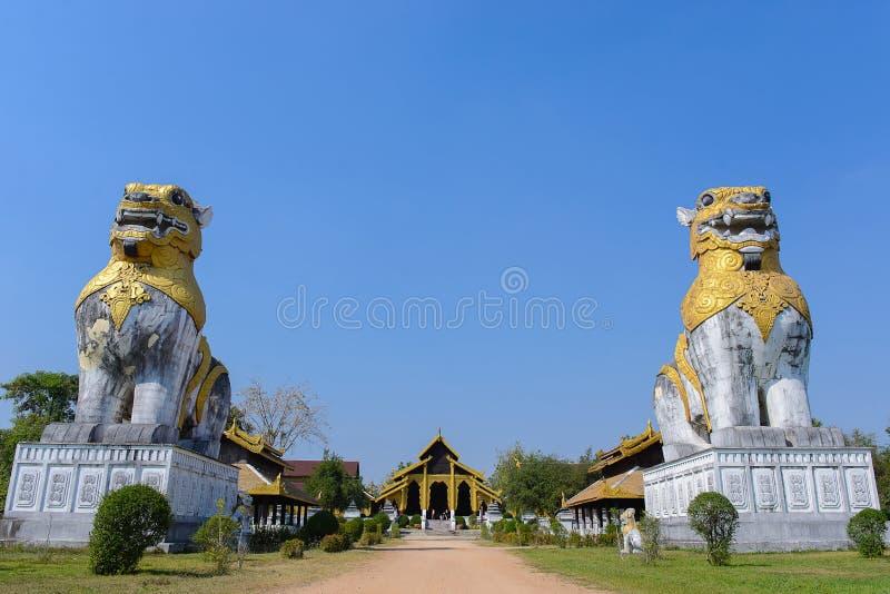 Slott för två lejon royaltyfri fotografi