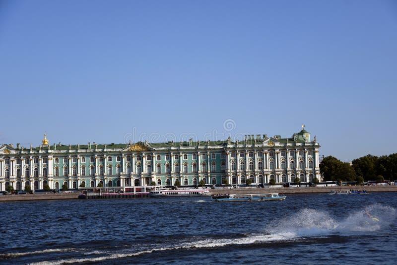 Slott f?r vinter f?r eremitboningmuseum i St Petersburg, Ryssland arkivbild